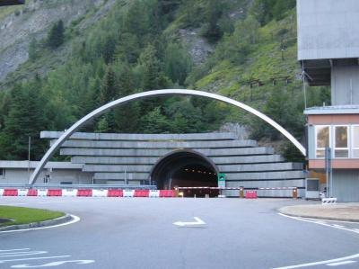 800px-Tunnel_du_mont-blanc_coté_italien.jpg